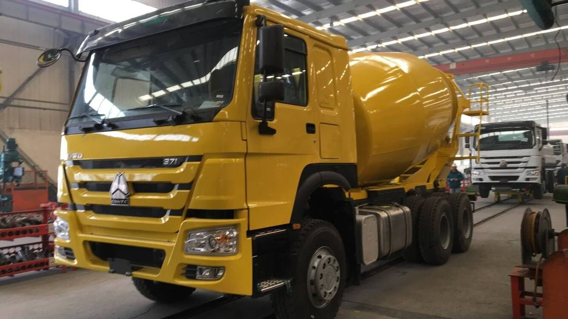Euro II Small Concrete Truck , Concrete Agitator Truck High Performance